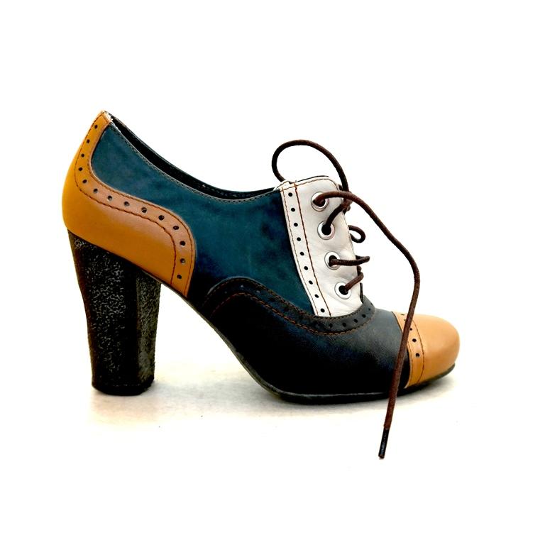 Ботинки женские на каблуке  в Москве