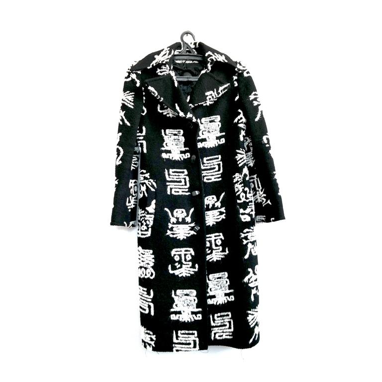 Длинное женское пальто с иероглифами в Москве