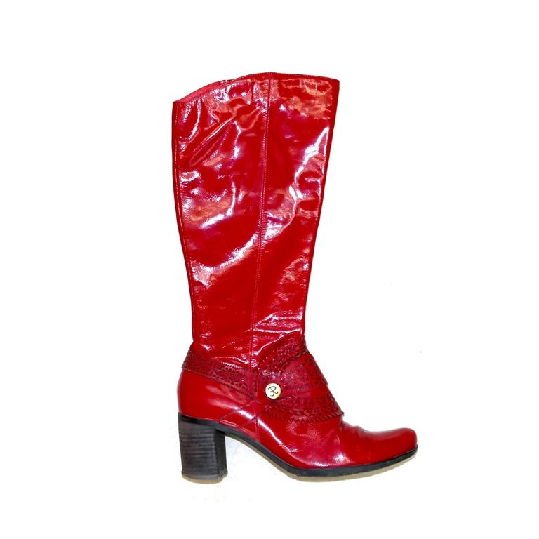 Женские сапоги красные на среднем каблуке в Москве