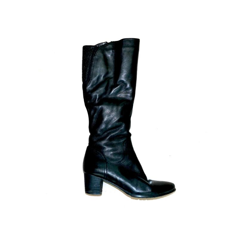 Женские сапоги черные на среднем каблуке в Челябинске