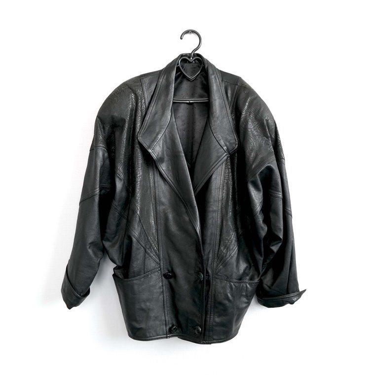 Мужская кожаная куртка черная с отложным воротником  в Москве