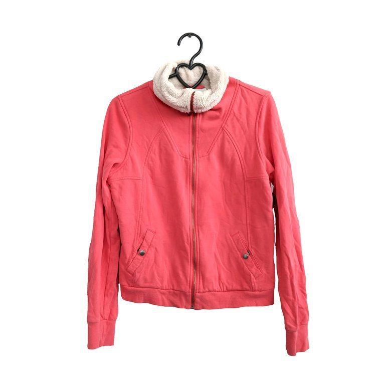 Женская куртка красная с воротником в Челябинске