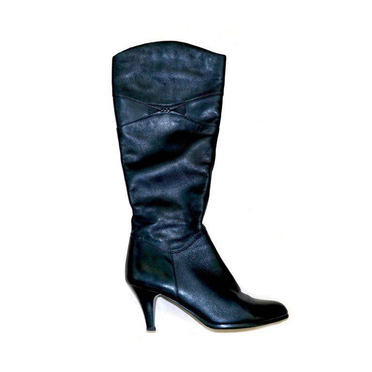 Женские осенние сапоги черные на каблуке-рюмочке в Москве