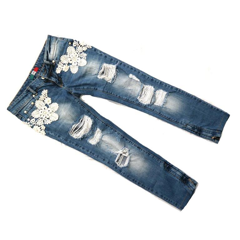 Женские рваные джинсы с цветочными вставками в Челябинске