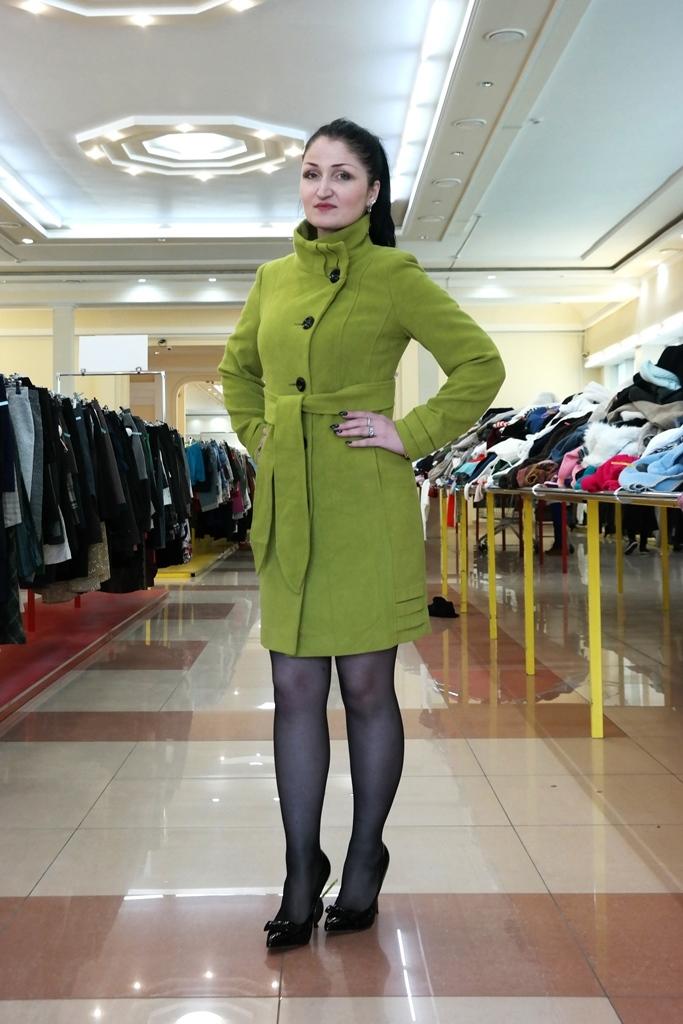 Пальто зелёного цвета