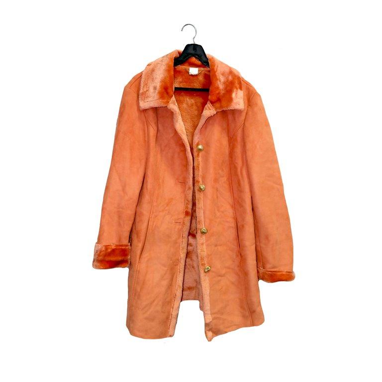 Пальто женское оранжевое с меховым воротником в Москве