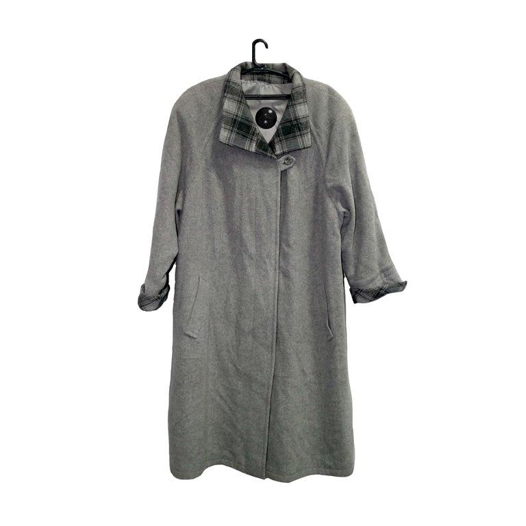 Пальто женское серое с клетчатым воротником в Челябинске