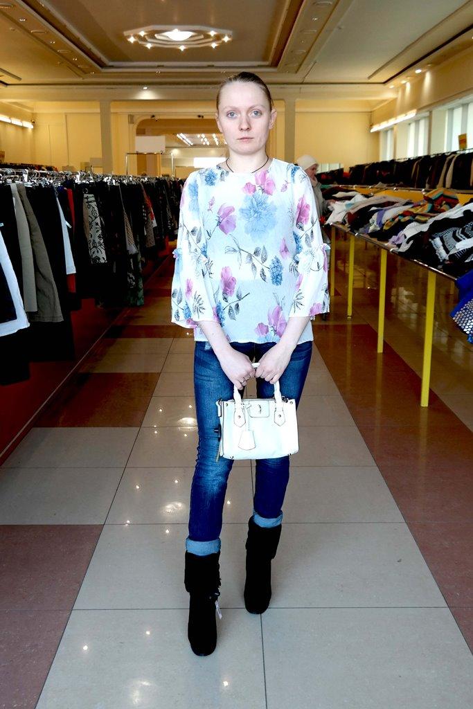 Сочетание блузы и джинсов