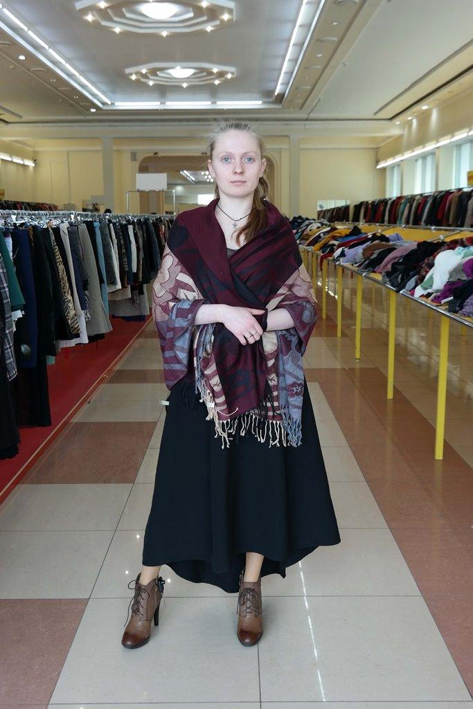 Длинное платье с палантином