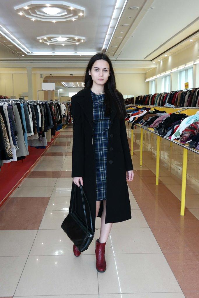 Элегантное пальто для молодой девушки
